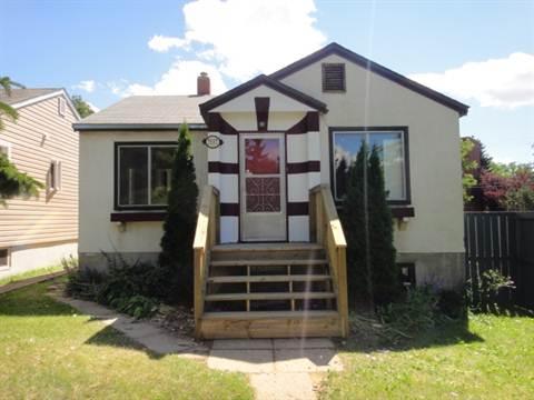 Edmonton Downtown 2 bedroom Main Floor Only For Rent
