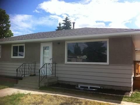 Calgary Du Sud-est 2 chambre à coucher Plancher principal seulement À louer