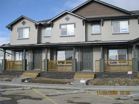 Okotoks Townhouse for rent, click for more details...
